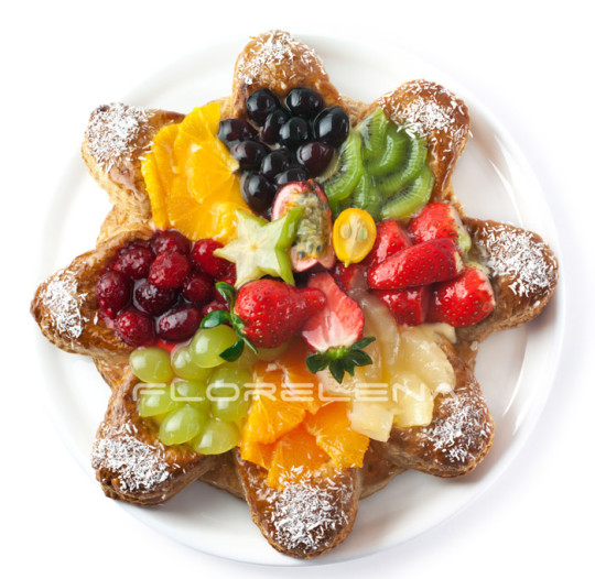 Pie with fresh fruits and berries
